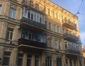Продам квартиру с ремонтом на Малой Житомерской. Центр. Майдан.